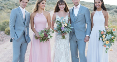 6 Easy Ways to Ensure Your Bridal Party Coordinates With Your Wedding Dress
